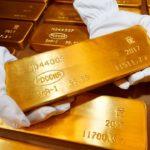 золотые слитки, золото России
