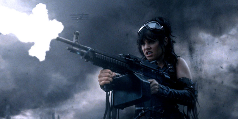 Девушка с пулемётом