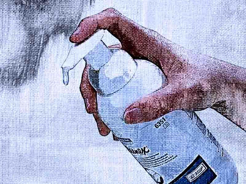 Используйте дезинфицирующее средство для рук