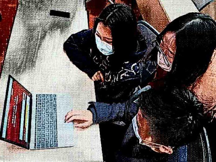 Китайская власть помогает выпускникам найти работу