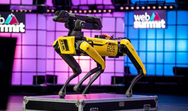 Лучшие новости о знаменитом роботе Spot, который сможет расширить свои возможности, получив руку-манипулятор.