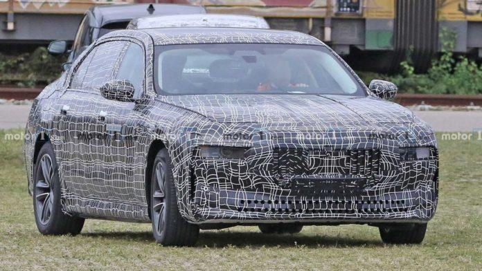 Лучшие новости: BMW получит двухмоторный полный привод суммарной мощностью в 400 киловатт или 544 л.с.
