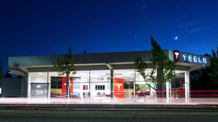 Лучшие новости о первом автосалоне Tesla в Польше.