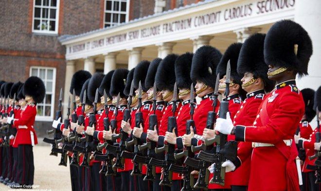 Лучшие новости о шапках британских гвардейцев