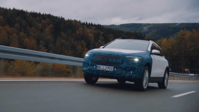 Лучшие новости о ролике Mersedes, в котором проводится тестирование электромобилей EQA и EQS.