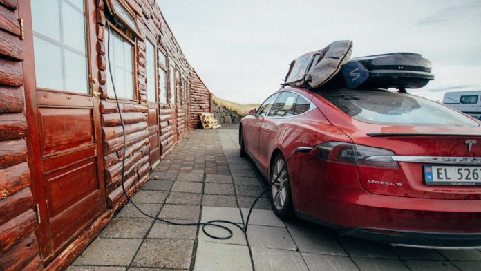 Лучшие новости о краже кабелей Tesla в Амстердаме