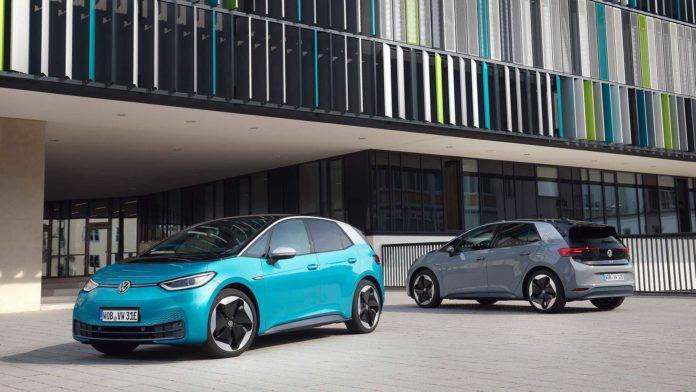 Лучшие новости об обвинении Volkswagen махинациях с продажами электромобилей
