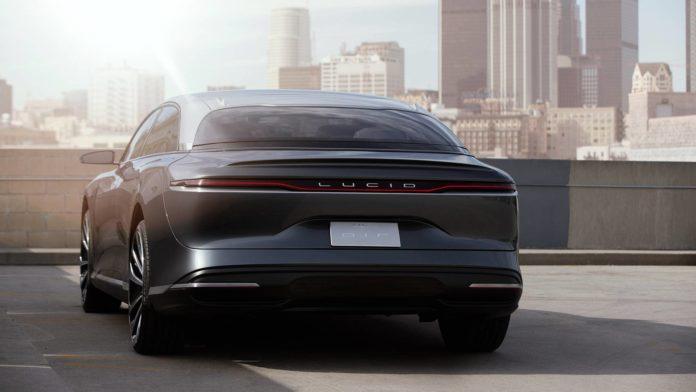 Лучшие новости о конкуренции Tesla и Lucid